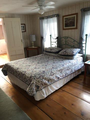 Bedroom #3 Queen bedroom with adjoining bath