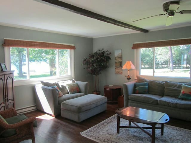 Friendly, Serene Lakeside Home - Geneseo - Byt