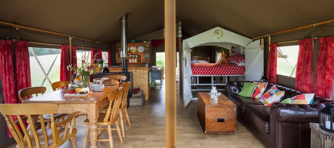 Lapwing:Beautiful safari tent in a tranquil meadow