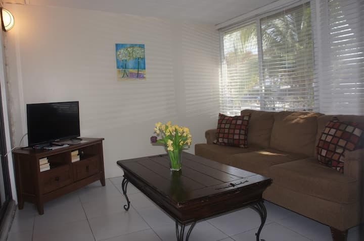 Spacious Studio, Kitchen, Beach,Marina,Capt Jax12R