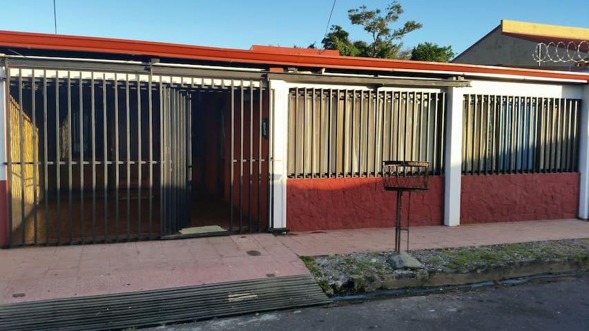 Dormitorio en zona residencial.2 ps - San Ramón - Dům