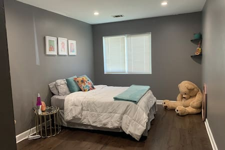 Private room in Northwest Suburbs