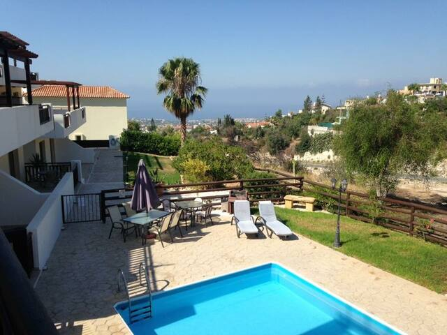 Peyia Sunset Apartment...STUNNING VIEWS