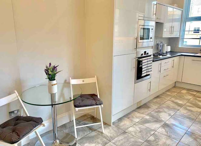 Spacious Apartment -Bayswater/Hyde Park/Queensway