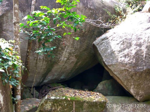 Tent inside the Cave - Meppadi - 洞穴
