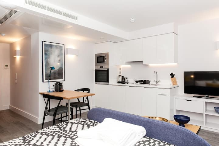 Tower Bridge/ Aldgate- Spacious Studio Apartment