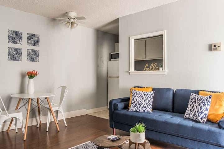 Artsy + Bold 1BR Apt Near Medical District w/ Pool