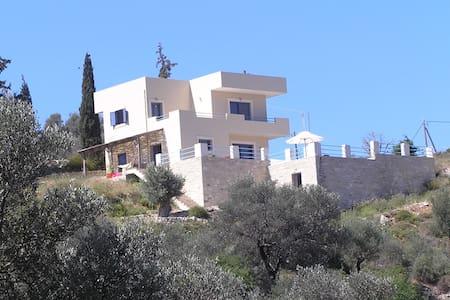 Villa Kiparisi 3 bedroomed house & garden Kamilari - Kamilari, Iraklio - Villa