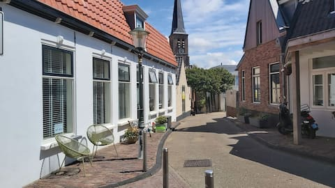 Romantic cottage in the center of Zandvoort 50m from the sea