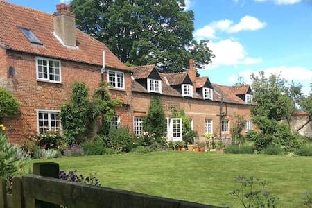 Garden Cottage - Andover, Hampshire - Bed & Breakfast