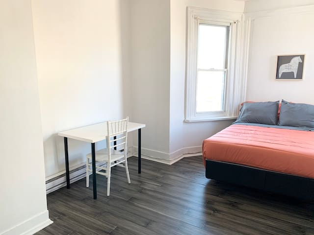 1 bdrm apartment, easy access to Center & Uni City