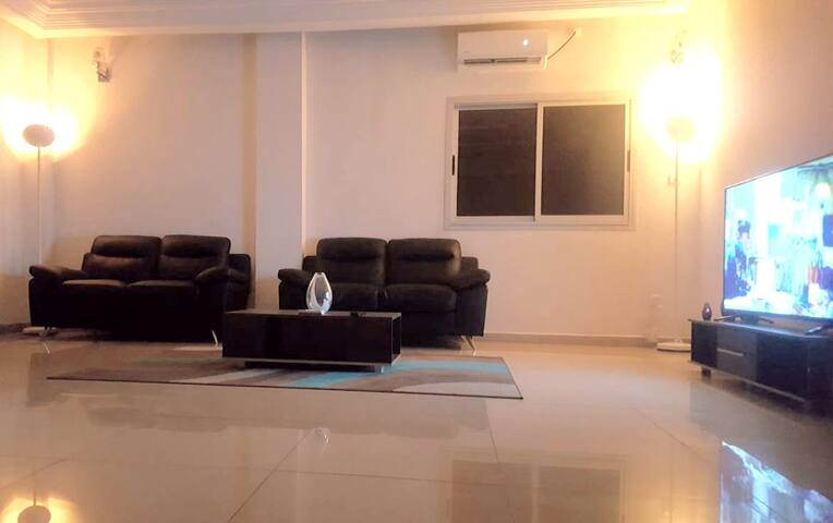 2 bed 3 bath large flat with lift on the main road
