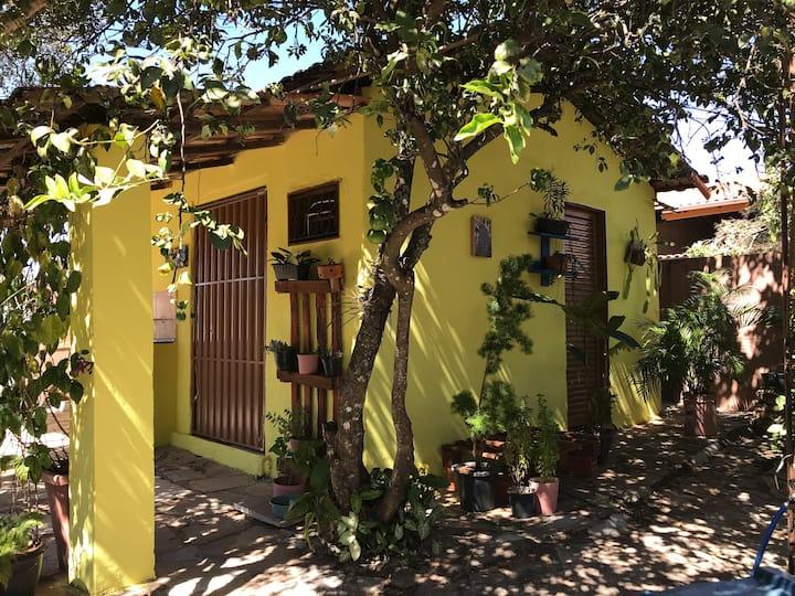 Casinha Canarinho - Centralizada - até 4 pessoas