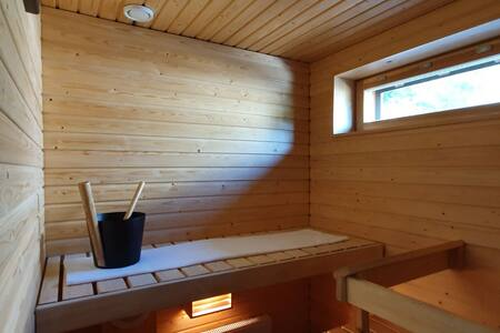 Central Studio with Sauna & Parking