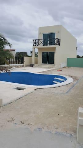 excelente casa en buena zona de la playa.