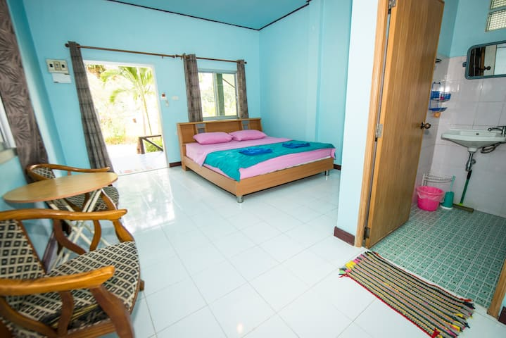 AC bungalow 3 min walk from beach