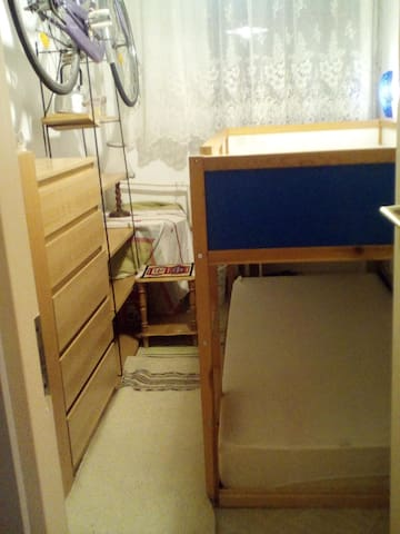 Small room for 1-2 p.  closed to Airport, Bus st. - Budapeste