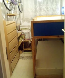 Small room for 1-2 p.  closed to Airport, Bus st. - Budapest - Inap sarapan