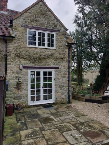 Self-Contained Garden Annexe - Bed & Breakfast
