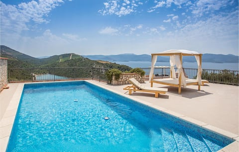 Stunning home in Kremena with WiFi and 3 Bedrooms