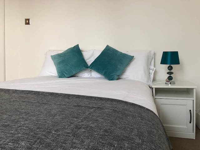 Great Cheap Double Room Next to HYDE PARK