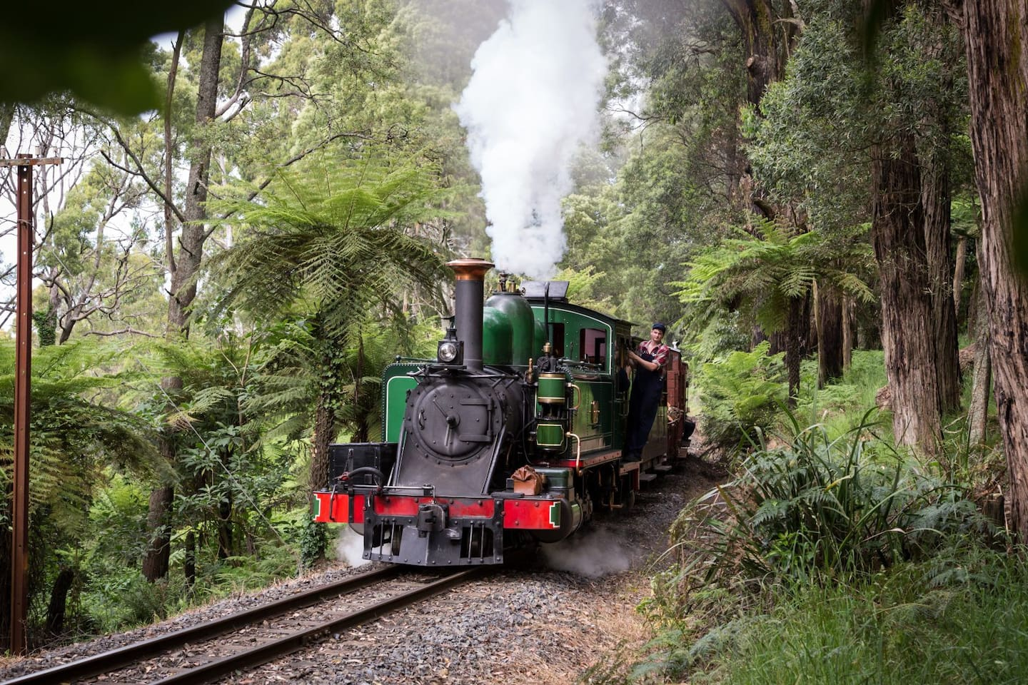 30 minutes by car: The Puffing Billy Railway Belgrave takes you on a  journey Dandenong Ranges.