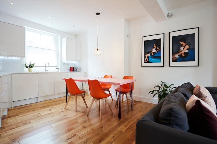 Modern 2 Bed 2 Bath Near Tube