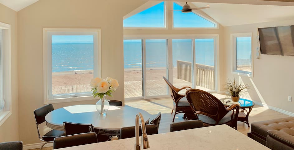 Completely Renovated Beach Front: Exquisite views