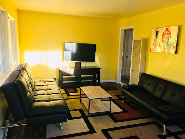 Amazing 2BR house Close To Monterey
