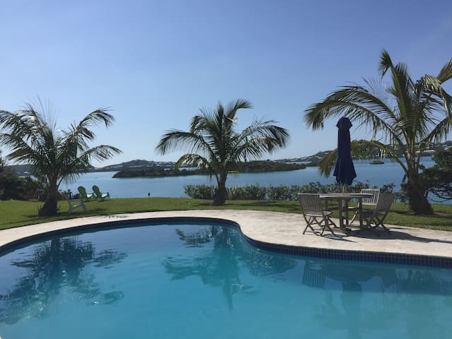Relaxing Ocean and Pool View Unit