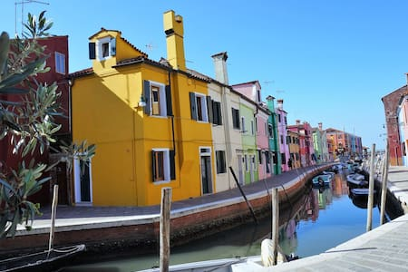 Casa Gialla Colorful Boat Pictures
