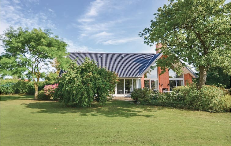 Holiday cottage with 4 bedrooms on 265m² in Nyborg