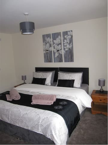 Master Bedroom with Superking Bed - splits into two singles if required
