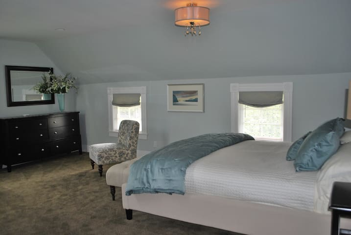 Beautiful Condo in the heart of Friday Harbor