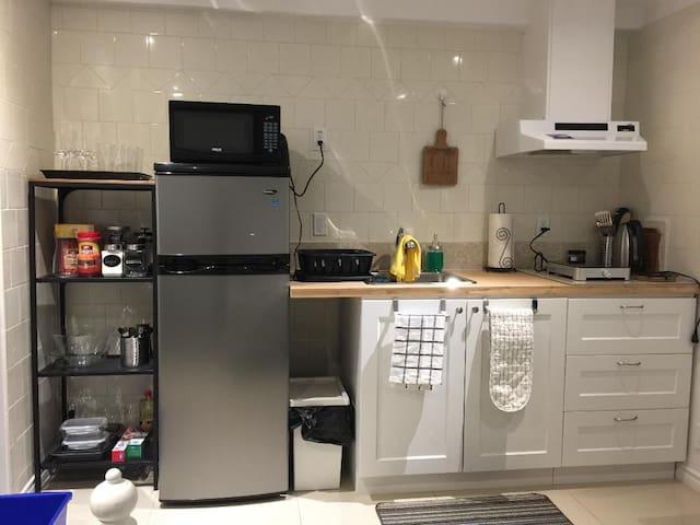 New Cozy lower level studio Apartment heated floor