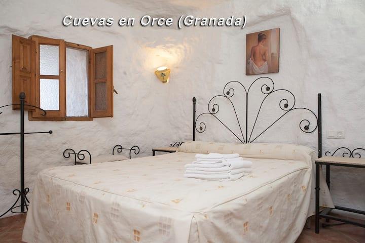ALOJAMIENTO Casa Cueva  2 HABITACIONES 75€
