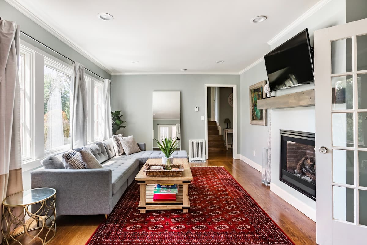 Explore Berkeley From a Chic Home