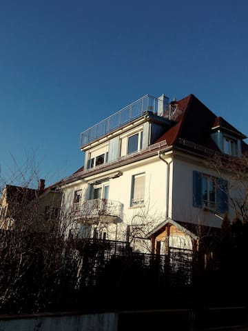 Mansarde mit grosserTerasse - Bodensee-Alpenblick - Tettnang - Apartment