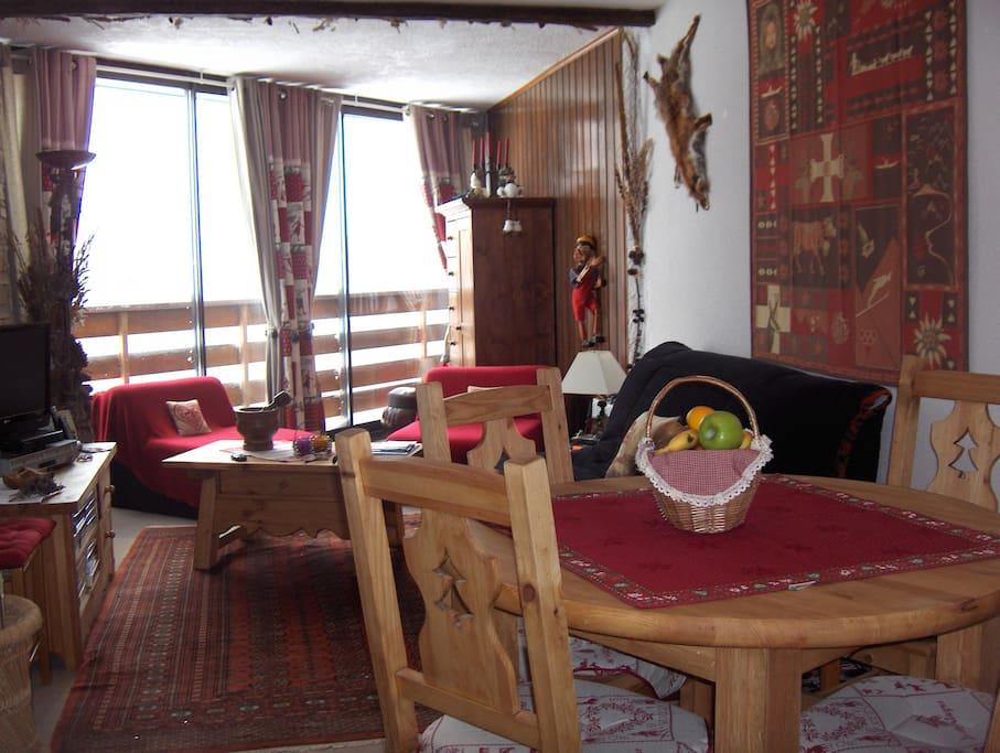 Isola 2000 grand studio meuble style chalet - Meubles style chalet ...