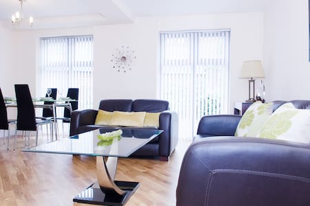 Luxury Apartment - Free Parking - Gated Grounds - Royal Leamington Spa - Appartement