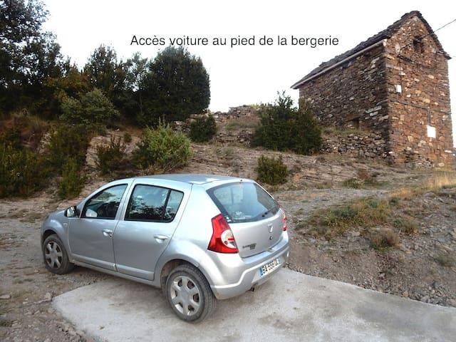 Accès voiture au pied de la bergerie