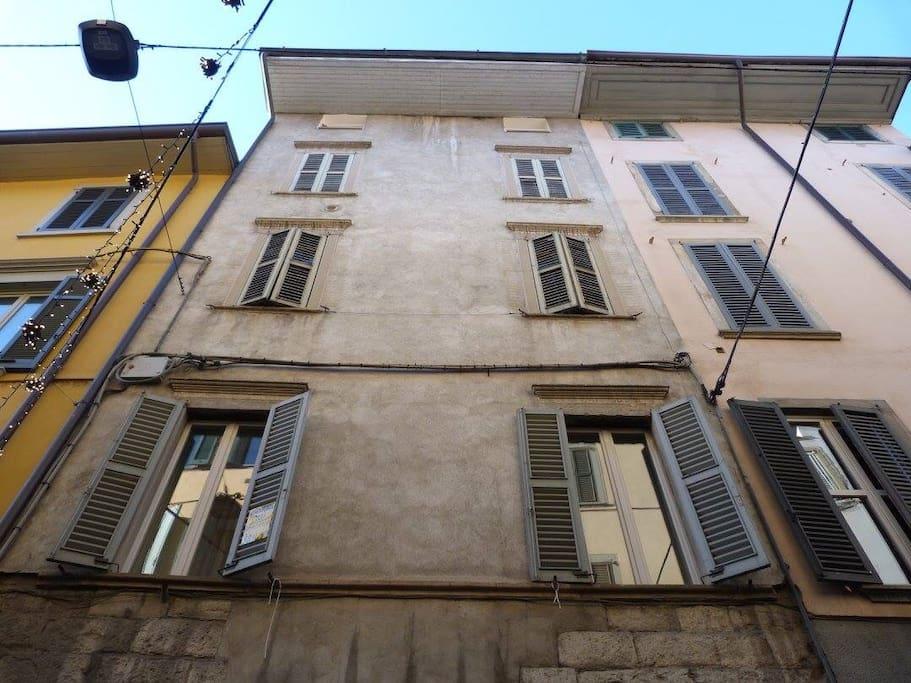 The façade on via Sant'Alessandro