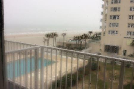 On the Ocean/Beach, Pet Friendly. - Daytona Beach Shores - Appartement