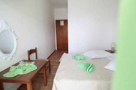 Bijeli Galeb ROOM 4 - Marina - Bed & Breakfast