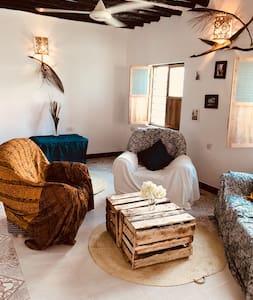 Karara House - Spacious double Room with bathroom