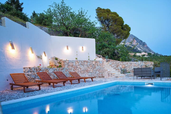 Villa Helena with Pool and panoramic sea view