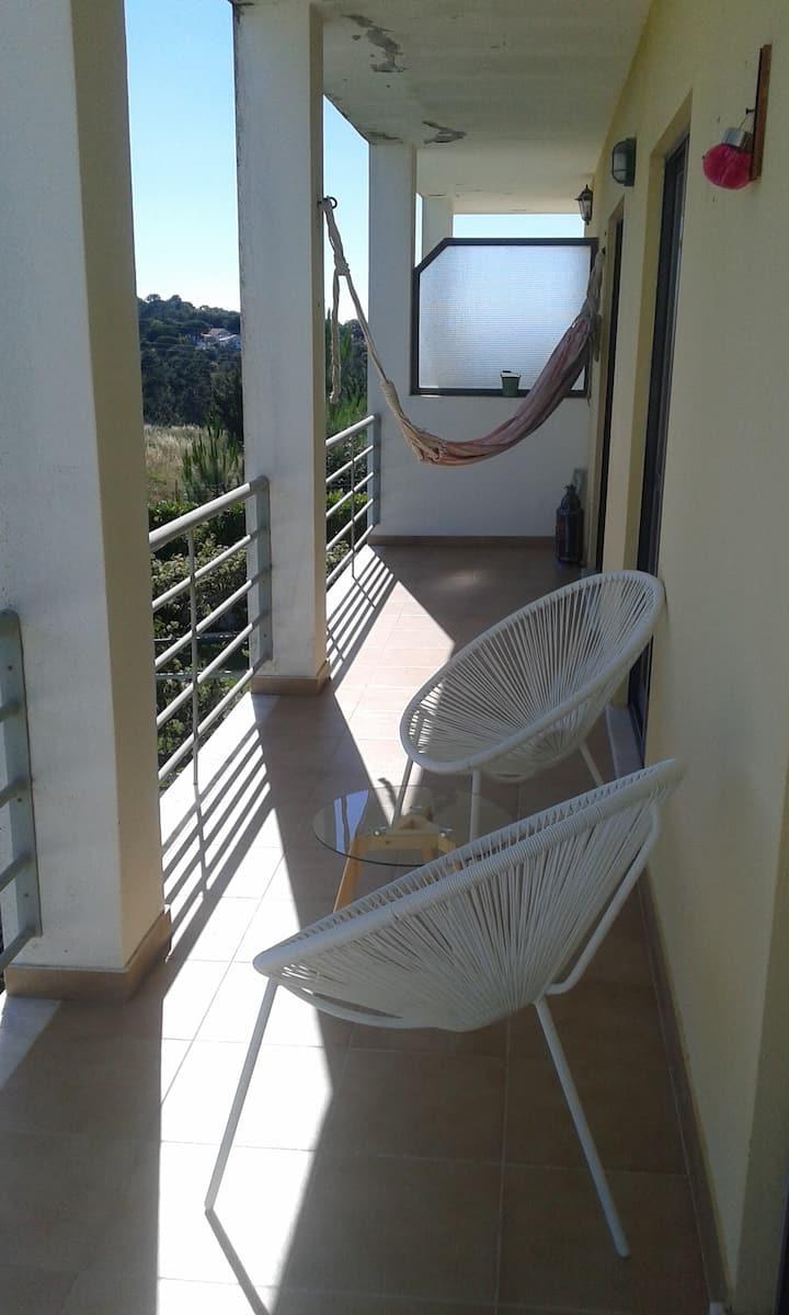Apartamento com vista para a serra perto da praia