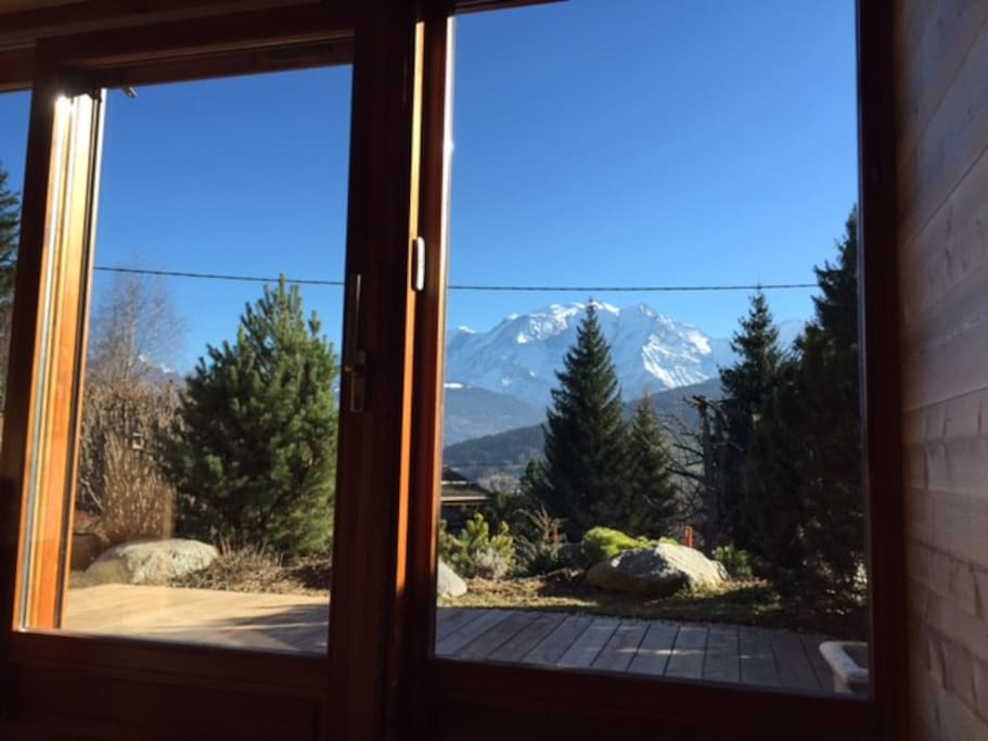 Vue sur la terrasse qui donne sur le Mont Blanc