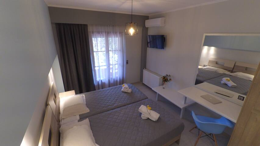 Luxury Apartment for 2, City view - Acharavi - Byt