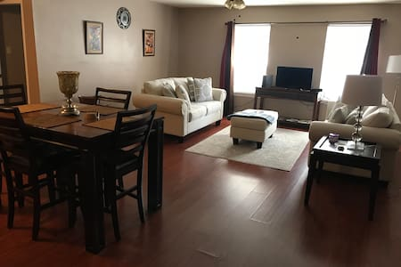 Spacious 2BD/2BA Condo 10 min from French Quarter!